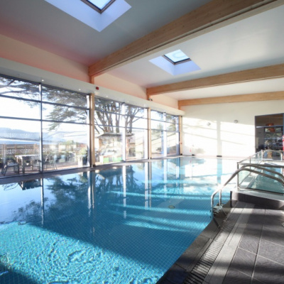 Indoor heated pool, Free to use