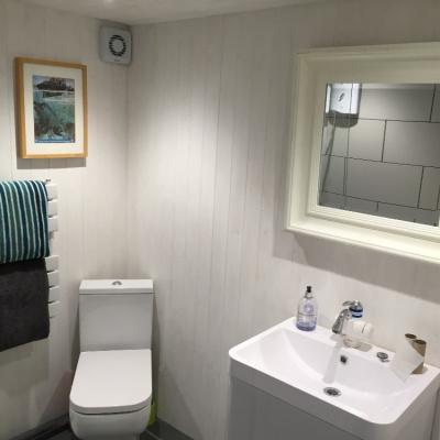 toilet / showrroom