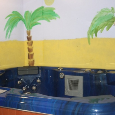 Hot tub for up to 6 people
