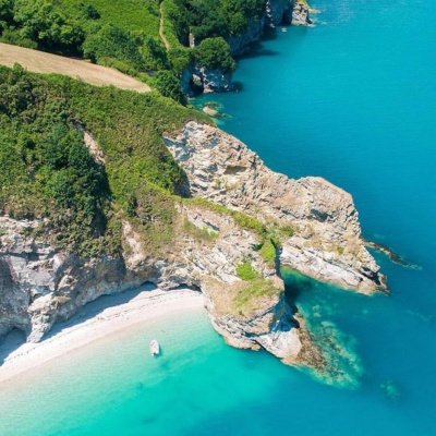 secret beach,a short paddle from porthpean,10mins drive from house!