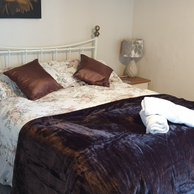Brown Room, Double bed