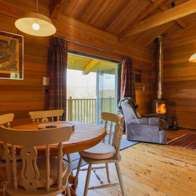 Beautifully crafted log cabin on the Camel Trail 10 miles from Padstow