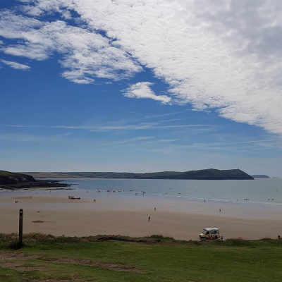 Polzeath beach (20 mins drive)