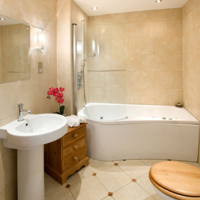 Bathroom with whirlpool bath/shower