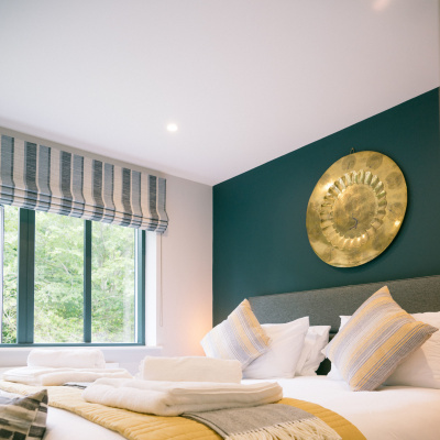 Master suite kingsize bed