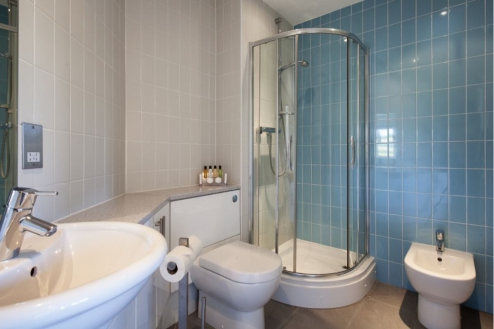 Non En Suite Bathroom: The Croft - Non Pet - Holiday Cottage In Falmouth